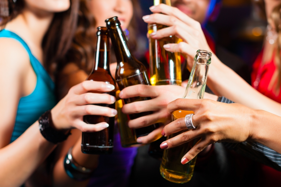 Drinking-Alcohol-Party-Photo
